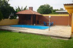 Casa com piscina para veraneio em Torres RS