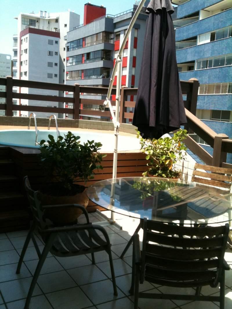 Cobertura com piscina para alugar em Torres