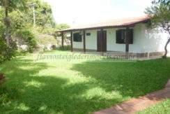 Casa com amplo terreno para venda em Torres/RS